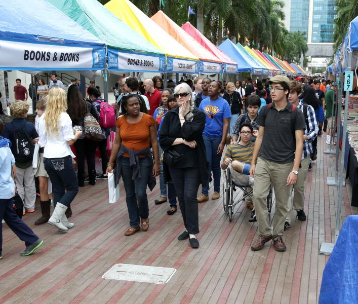 miami book fair international crowd